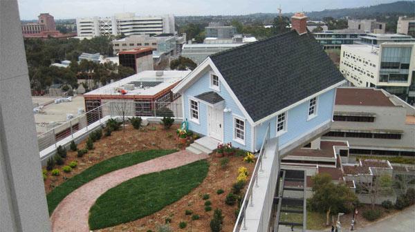 """""""Паднала звезда""""-къща на покрив в Сан Диего къща мечта"""
