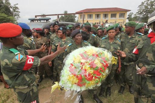Des militaires venus rendre un dernier hommage à leurs collègues décédés dont le colonel Mamadou Moustafa Ndala. Radio Okapi/Ph. John Bompengo.