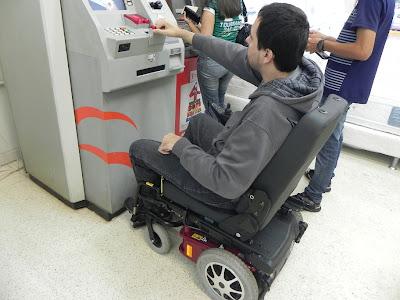 Resultado de imagem para caixas eletronicos adaptados para deficientes