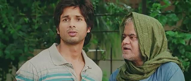 Screen Shot Of Hindi Movie Phata Poster Nikhla Hero (2013) Download And Watch Online Free at alldownloads4u.com