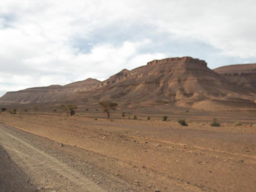 Marrocos e Mauritãnia a Queimar Pneu e Gasolina - Página 12 DSCF1411