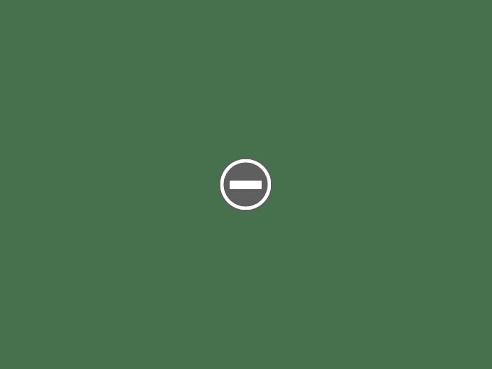 zgromadzeni wierni w greckiej cerkwii Grecja Mykonos Ano Mera