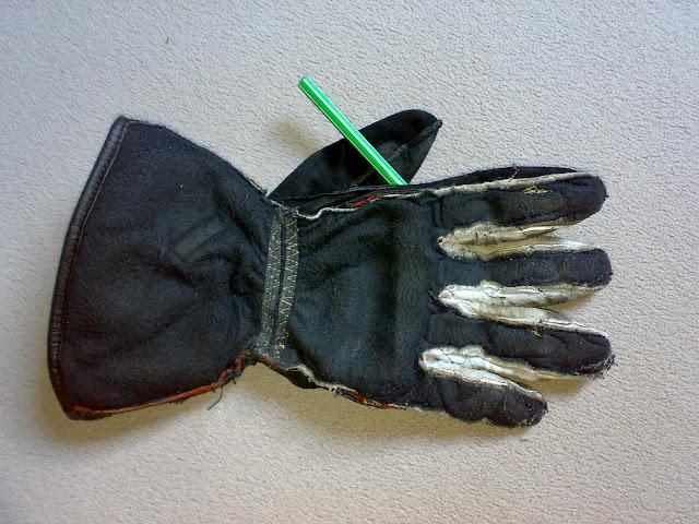 motoros bőrkesztyű kiforditás mosás koszos kéz takaritás