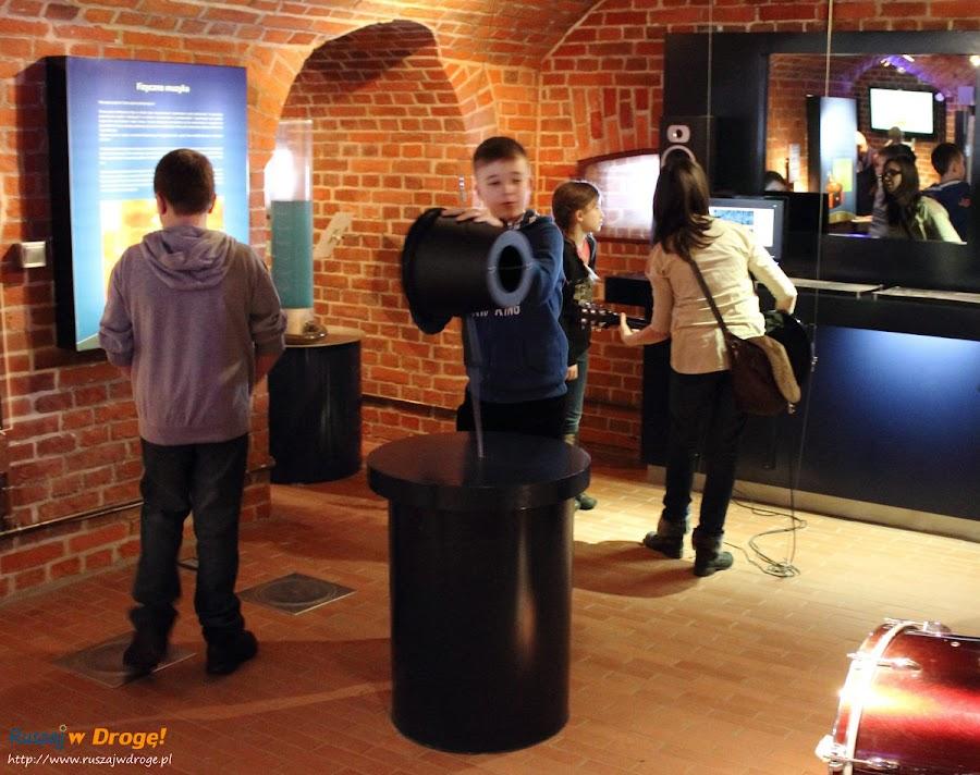 Centrum Hewelianum: wywoływanie fal dźwiękowych