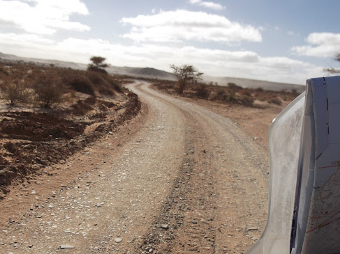 Marrocos e Mauritãnia a Queimar Pneu e Gasolina - Página 9 DSCF1059