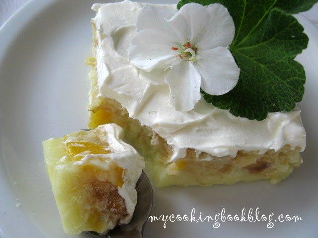 Крем с кисело мляко, лимоново желе и плодове