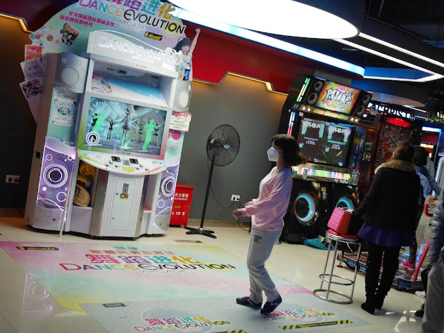 girl wearing a face mask playing Dance Evolution at D-Mall in Shanghai