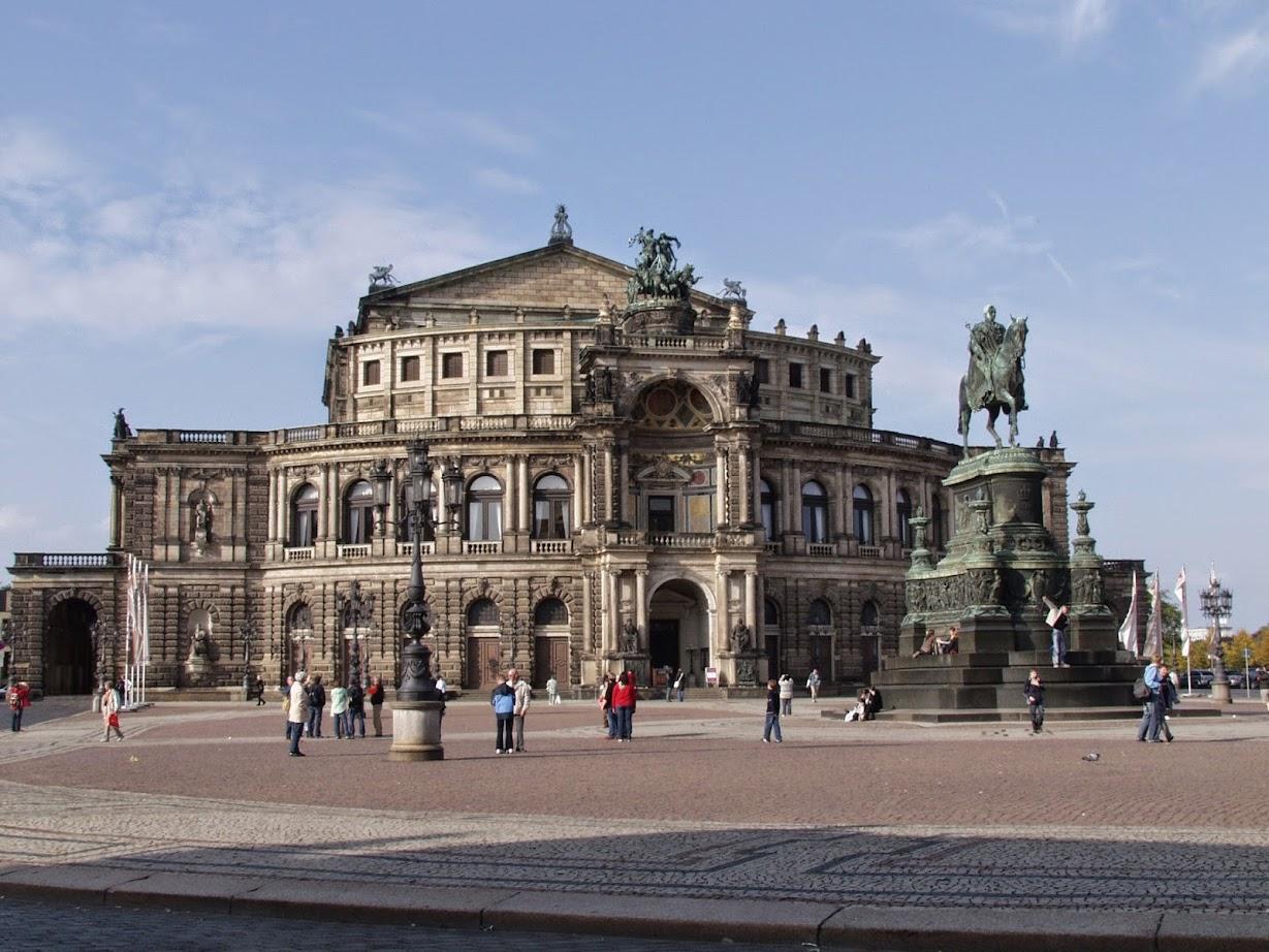 Semperoper Dresden mit Eintrittskarten Oper und mehr