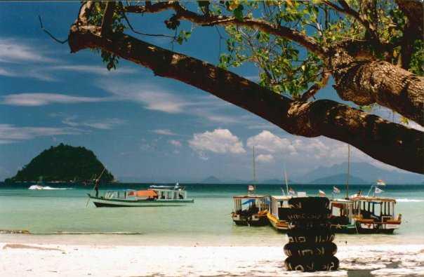 Ayoo, Naik Perahu Taxi Di Pantai Mutun