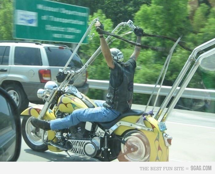 Volante de motocicleta. O céu é o limite.