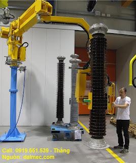 Cánh tay robot nâng trụ sứ cách điện Dalmec Italy