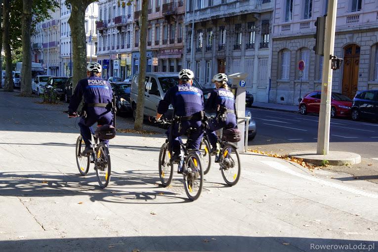 Patrol policji miejskiej.