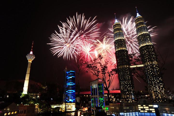 gambar perasmian Legoland Malaysia bunga api klcc
