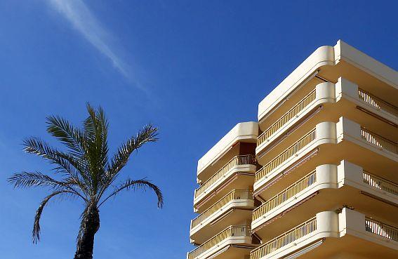 Sonntagmorgen an der Strandpromenade von Fuengirola, Andalusien