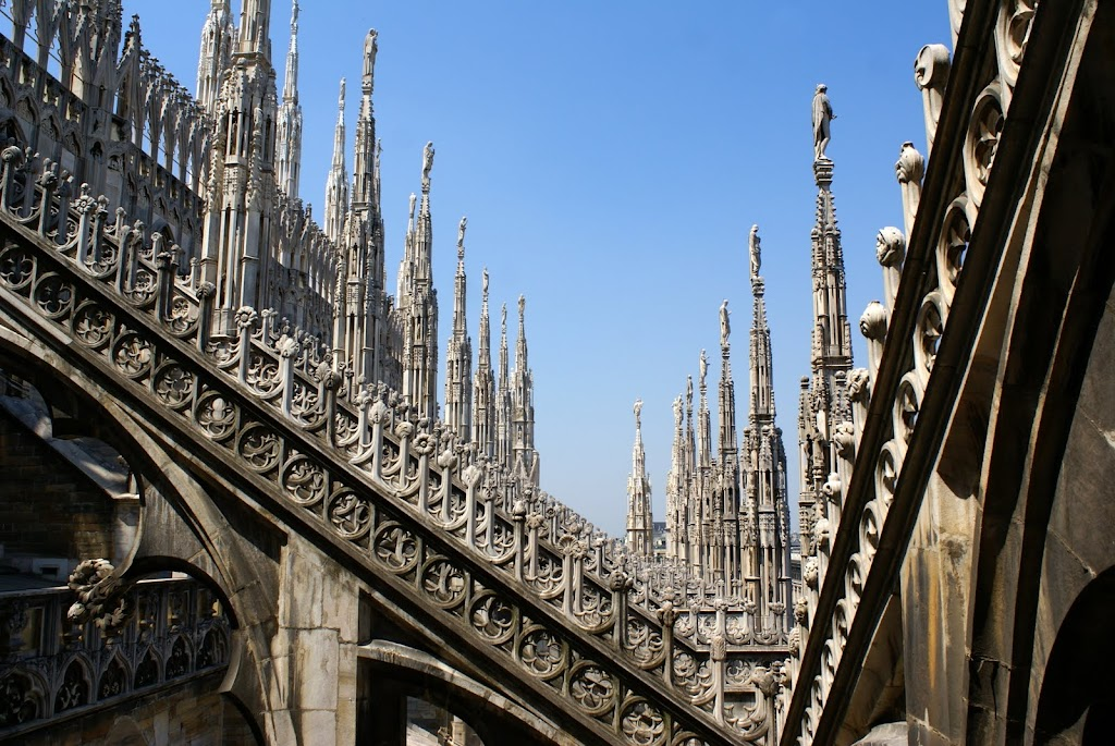 Милан, Италия - достопримечательности, путеводитель, что посмотреть в Милане, туристические маршруты по Милану, как добраться в Милан, как добраться из МИлана, аэропорт Милана, что посмотреть в Милане, лучший путеводитель по МИлану, достопримечательности Милана, как добраться из аэропорта Милана в город, транспорт в Милане, расписание транспорта Милан, стоимость билетов Милан, шоппинг в Милане, аутлеты в МИлане