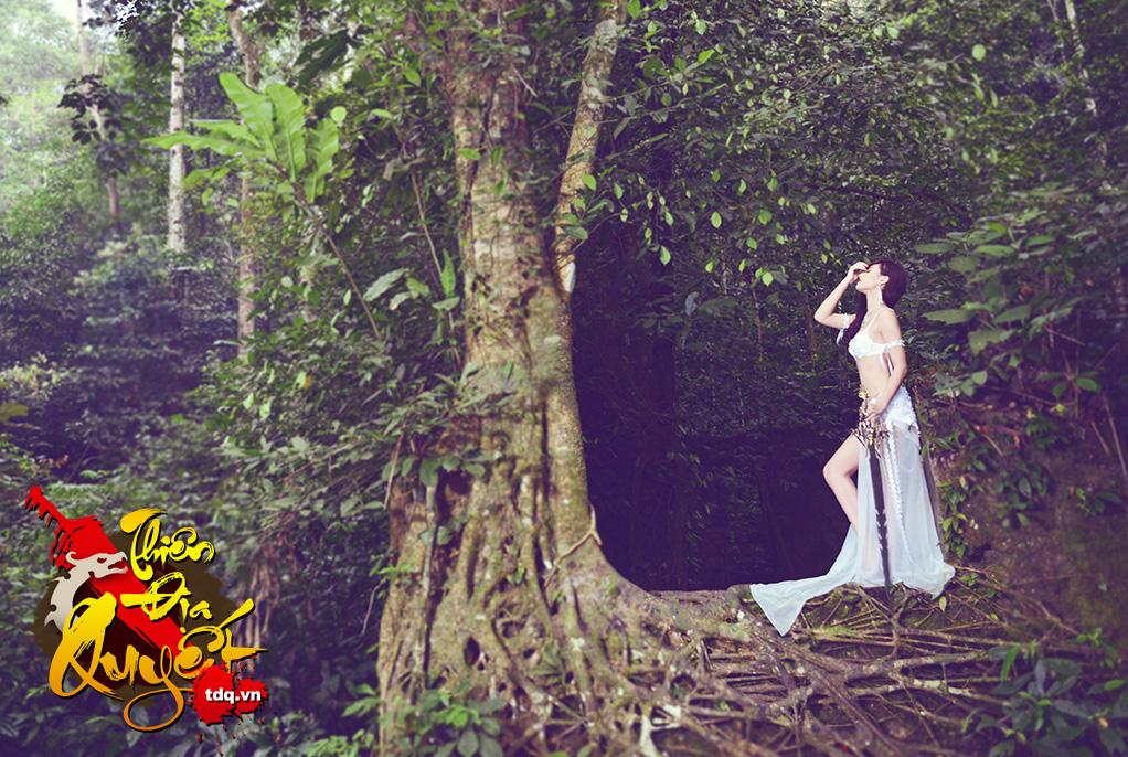 Hồng Quế cởi áo chụp ảnh cosplay Thiên Địa Quyết