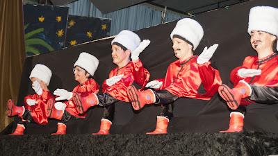 Der Orient-Express macht einen Abstecher nach Russland, zu den tanzenden Kosaken.