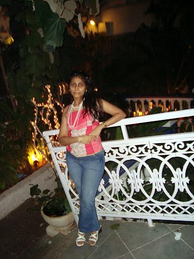 Khushali Mehta Photo 8