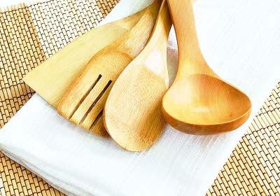 วิธีทำความสะอาดภาชนะไม้, ทำความสะอาดเครื่องครัวที่ทำจากไม้