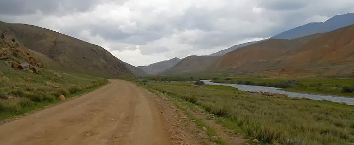 Piste im Kara-Kudzhur-Tal bei Ak-Kyja (Ak-Kyya, Ак-Кыя), Kirgistan