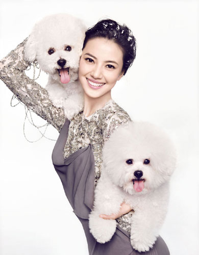Gao Yuanyuan and two dogs
