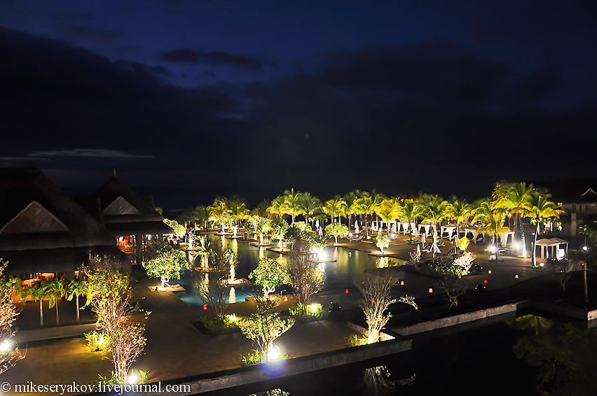 Hotel Grand Mauritian at night