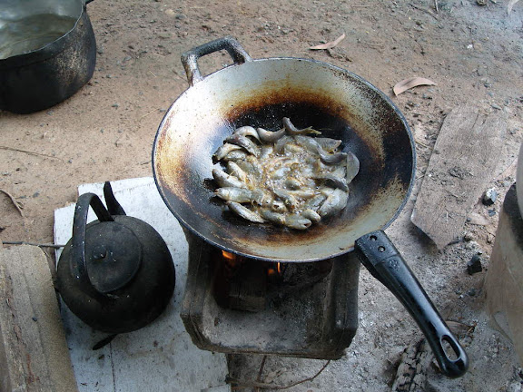 เกี่ยวข้าว ชนไก่ ไล่หนู สู้ฝน ปนหมอก