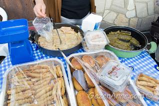 Sığacık Pazarı'ndaki dolmalar, börekler, tatlılar Seferihisar İzmir