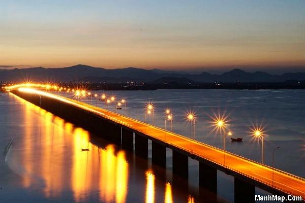 Cầu Thị Nại về đêm