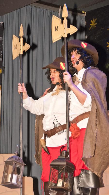 Mit dem aktuellen Stadtgeschehen beschäftigten sich die beiden Nachtwächter Beate Sänger (l.) und Beate Berger.