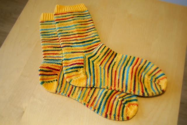 Kirjavat sukat hyväntekeväisyyten