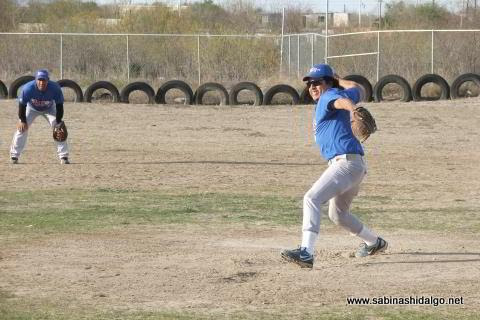Leonardo Guevara de Rayos en el softbol sabatino