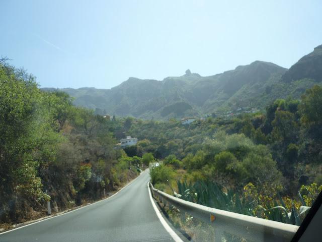 grüne Berge im Osten der Insel
