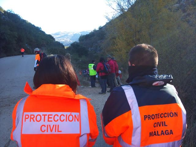 Voluntarios de ambas Agrupaciones en unas de las paradas.