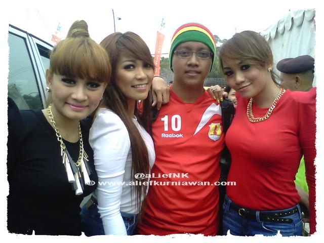 @aLiefNK feat @TrioMacanAsli @ Inbox SCTV - Dupak Grosir Surabaya [image by @aLiefNK]