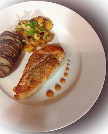 Pierś z kurczaka,szafran kalafior ,ziemniaki pieczone