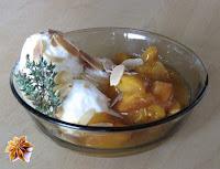 Glace au yaourt et poêlée d'abricots au thym - recette indexée dans les Desserts
