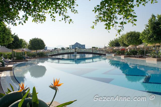 Hilton Dalaman Resort & SPA otel havuzları ve genel ortamı, Muğla