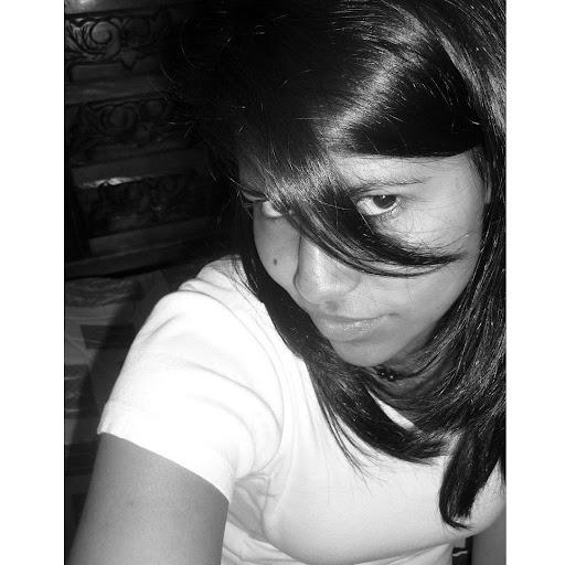 Adriana Valencia Photo 30