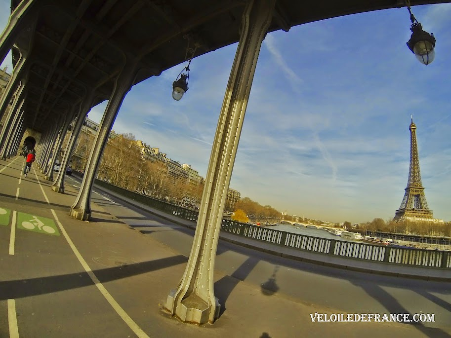 The Bir-Hakeim bridge in Paris - Cycling guide from the Eiffel Tower to the Meudon Forest by veloiledefrance.com
