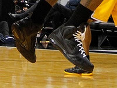 timeline 120119 shoe lebron9 blackout 2011 12 Timeline