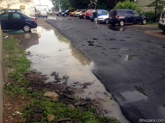 asfalt turnat pe ploaie