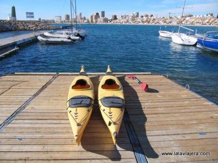 Practicando kayak en El Campello