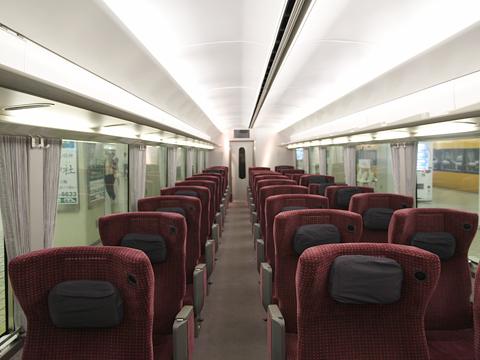 近畿日本鉄道 21020系電車「アーバンライナーNEXT」 デラックスシート 車内