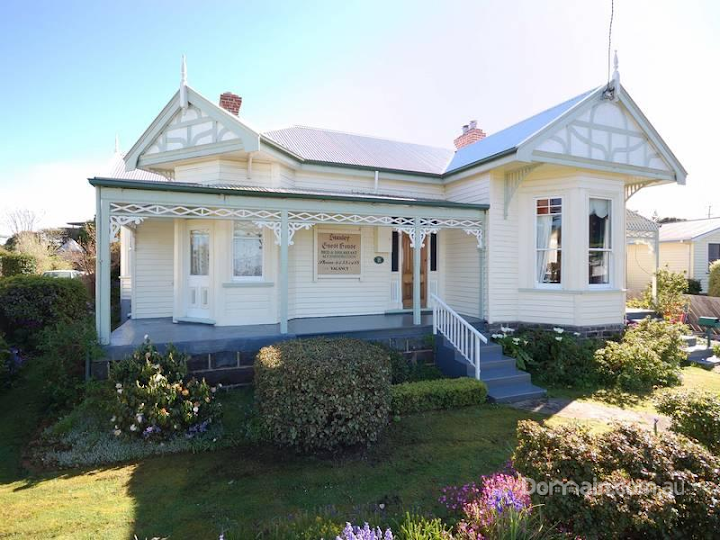 """Stanley Guest House offers elegant bed and breakfast accommodation at Stanley on Tasmania's north west coast."""