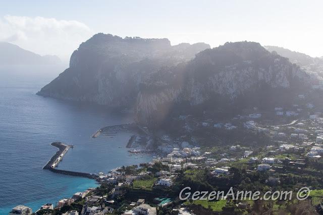 Anacapri'ye giderken Marina Grande manzarası