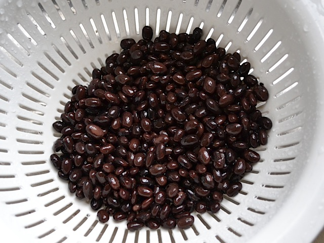 black beans in colander to rinse