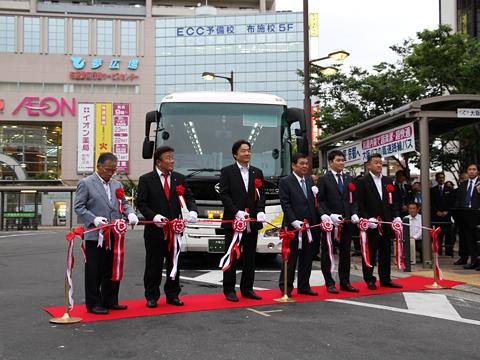 大阪バス「東京特急ニュースター号」開業式 テープカット