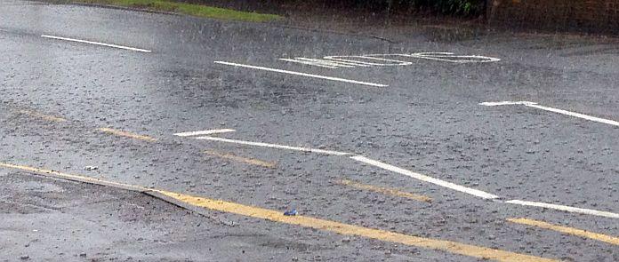 SLOW: Regen auf der Straße von Brentwood
