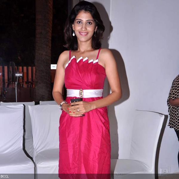 Mansi Kulkarni looks pretty in pink at the press meet of MIFTA Awards, held in Mumbai, on May 27, 2013. (Pic: Viral Bhayani)
